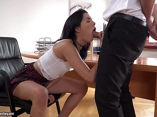 Brunette Anainda demonstrates her blowjob gift to her boss