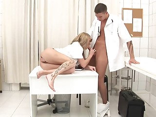 Top-drawer Drop anchor Is Gonna Plumb Promiscuous Blond Nurse Up The brush Culo